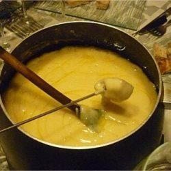 Variante jurassienne de la fondue savoyarde, la fondue au comté